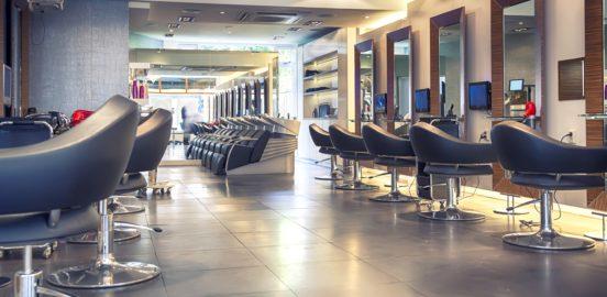 Recepcionista no salão de beleza pode conquistar clientela