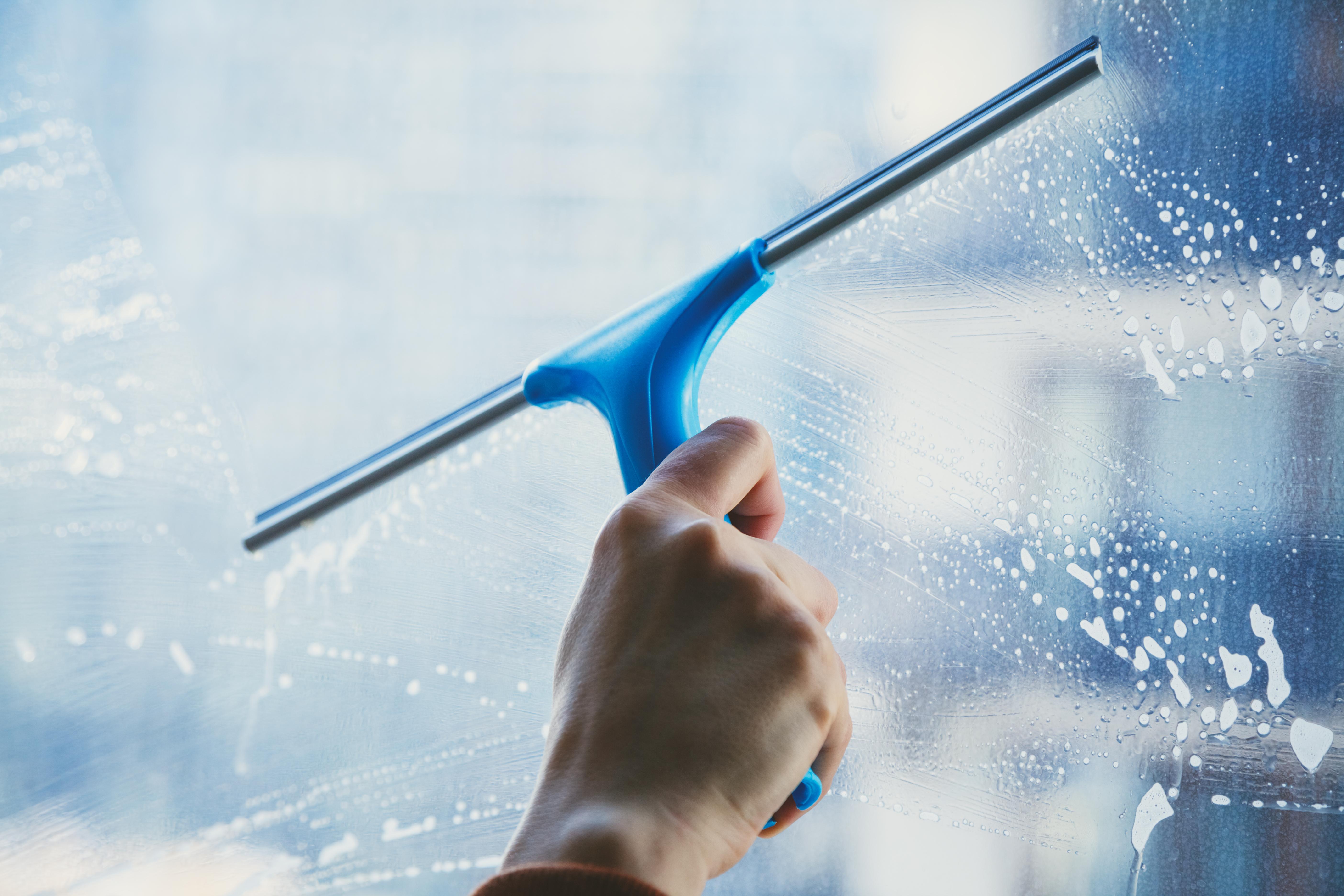 Cuidados na limpeza de vidros e janelas